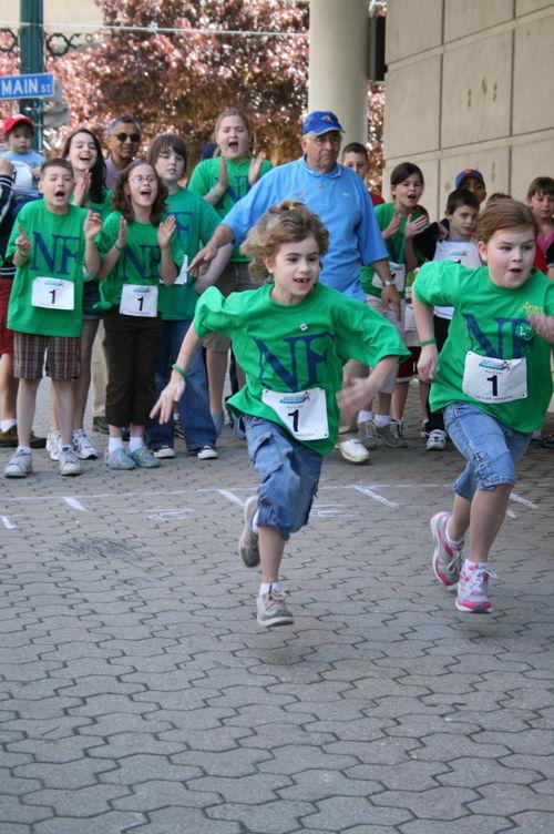 Leah & Anna cheered on by their cousins